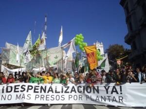 phoca thumb l 05-05-2012.-En-la-marcha-mundial-por-la-despenalizacion-del-consumo-de-marihuana